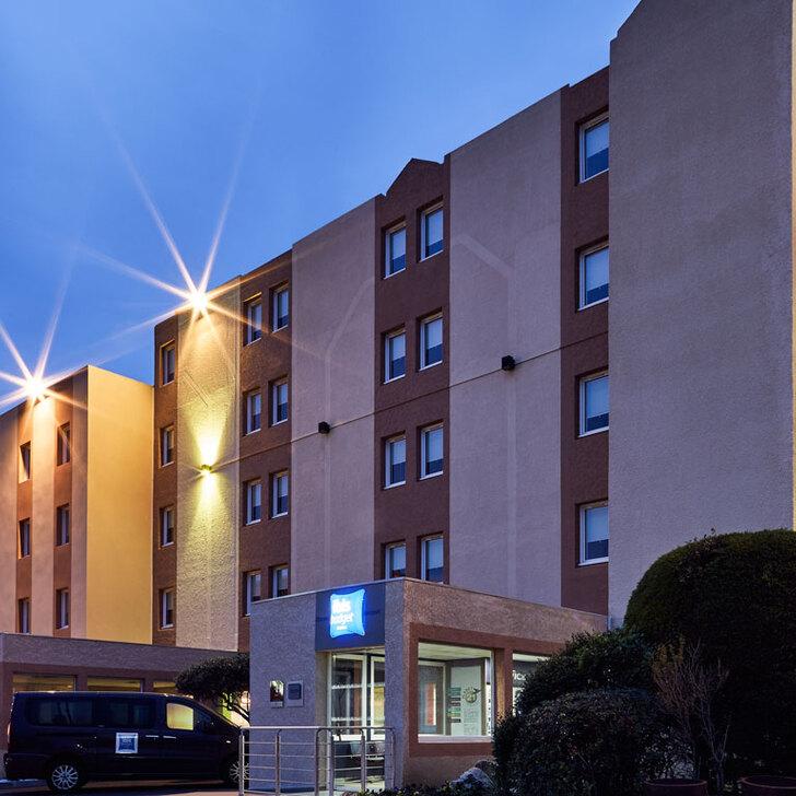 Parking Hotel IBIS BUDGET AÉROPORT MARSEILLE PROVENCE (Exterior) Marignane