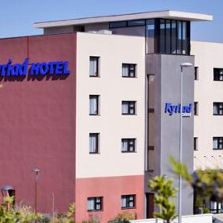 Parking Hôtel KYRIAD MARSEILLE PROVENCE - AÉROPORT (Extérieur) VITROLLES