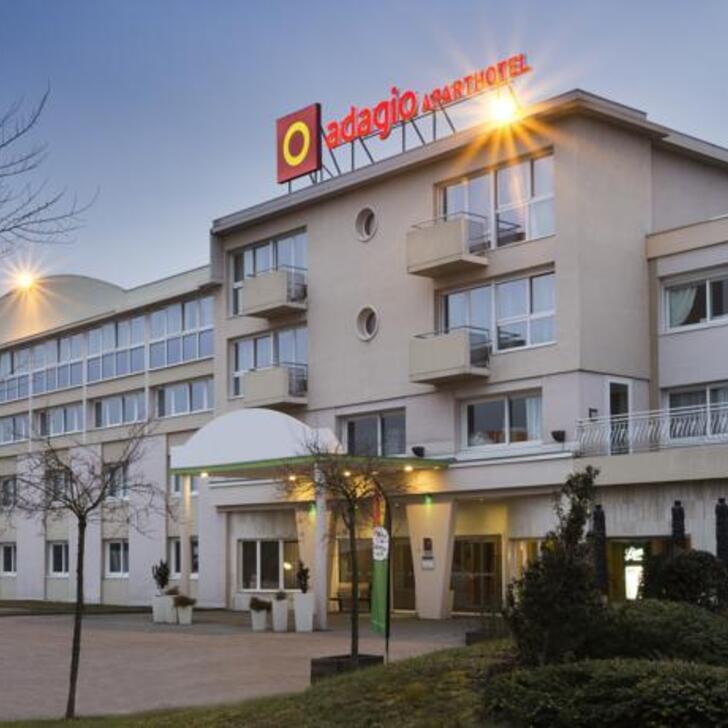 APARTHOTEL ADAGIO GENÈVE SAINT-GENIS-POUILLY Hotel Parking (Exterieur) Parkeergarage Thoiry