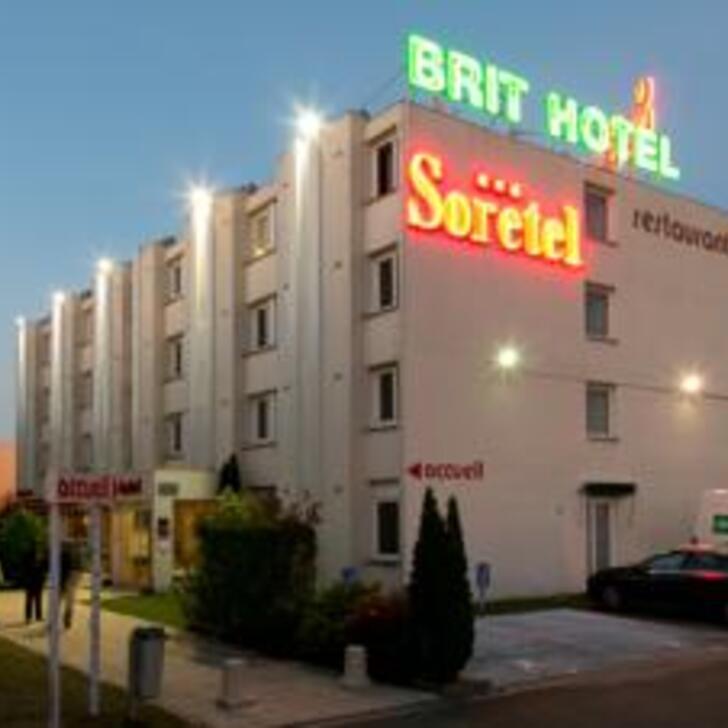 BRIT HOTEL BORDEAUX AÉROPORT - LE SORETEL Hotel Parking (Exterieur) Parkeergarage Mérignac