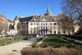 Parking Ancien Palais du Parlement à Grenoble : tarifs et abonnements - Parking de lieu touristique | Onepark