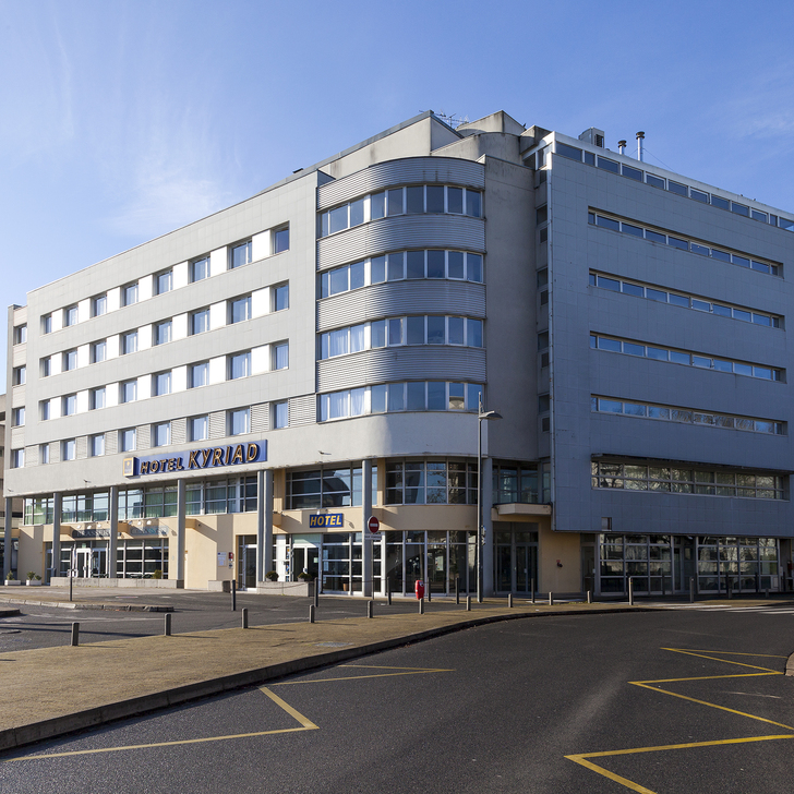 Parking Hotel KYRIAD TOURS - SAINT-PIERRE-DES-CORPS - GARE (Exterior) TOURS