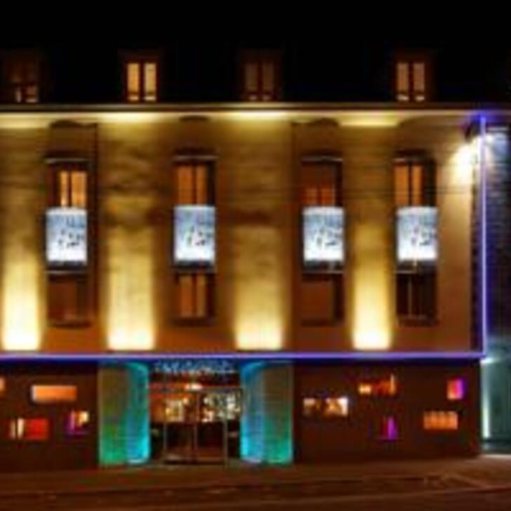 TIMHOTEL CHARTRES CATHÉDRALE Hotel Car Park (External) car park Chartres