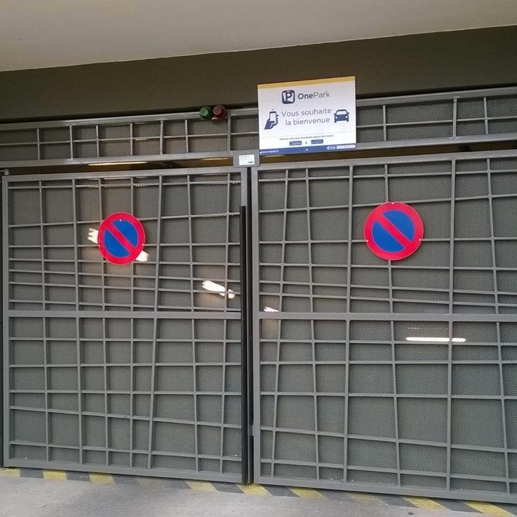 Privatgelände Parkplatz RUE JULES GUESDE (Überdacht) Parkhaus Saint-Pierre-des-Corps