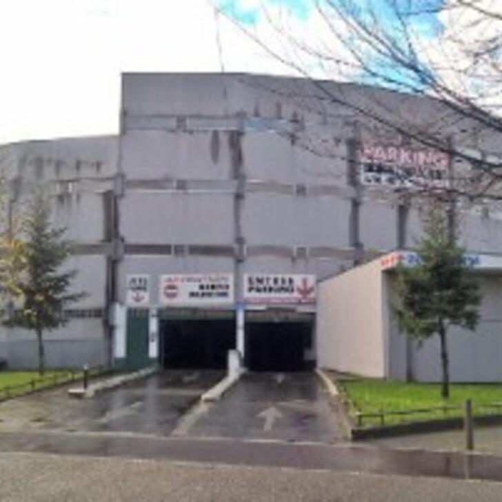 Öffentliches Parkhaus STADE VINCI (Überdacht) Parkhaus La Courneuve