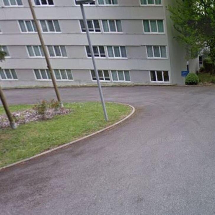 NOVOTEL LIMOGES LE LAC Hotel Parking (Exterieur) Parkeergarage Limoges
