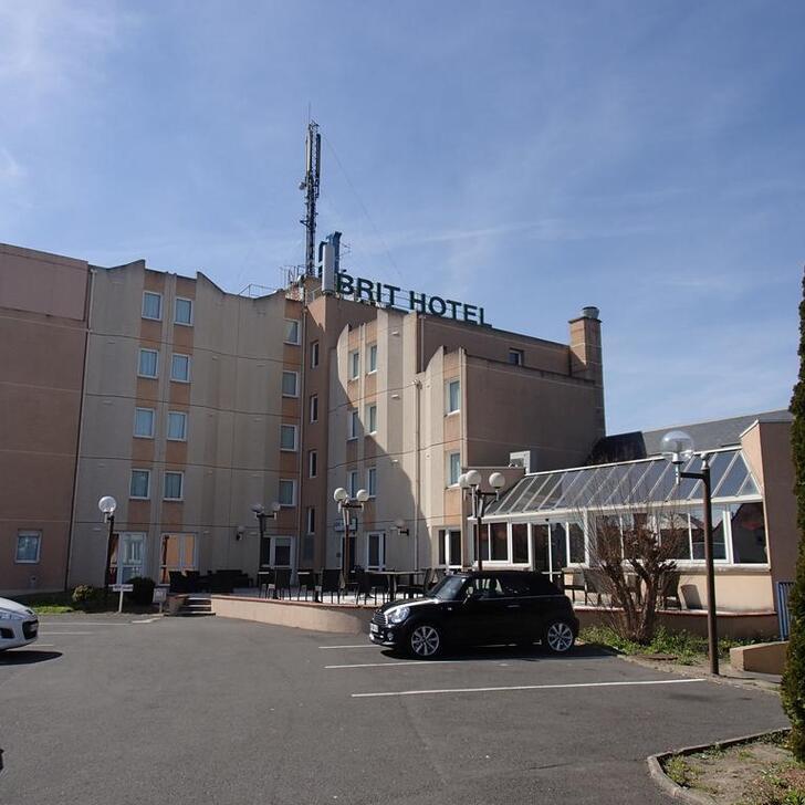 BRIT HOTEL ORLÉANS SAINT-JEAN-DE-BRAYE - L'ANTARÈS Hotel Parking (Exterieur) Parkeergarage Saint-Jean-de-Braye