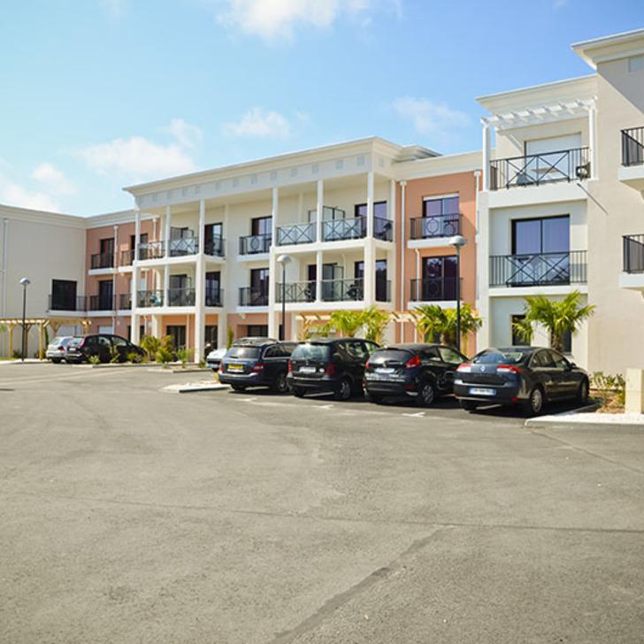ADONIS LA BAULE Hotel Parking (Exterieur) La Baule