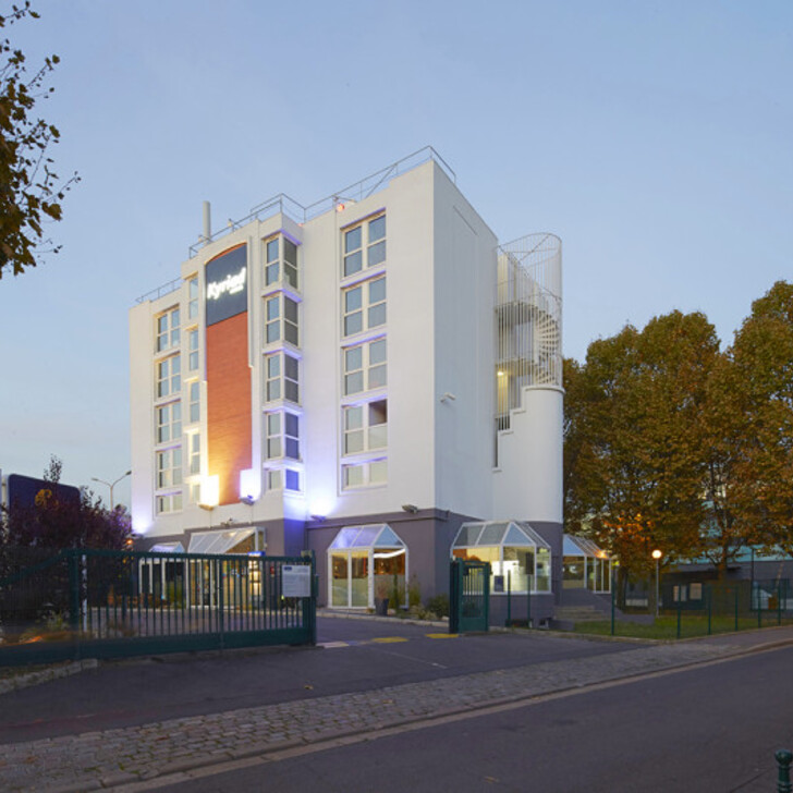 KYRIAD PARIS OUEST - COLOMBES Hotel Car Park (External) Colombes