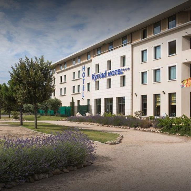 KYRIAD AVIGNON COURTINE GARE TGV Hotel Parking (Exterieur) Parkeergarage Avignon