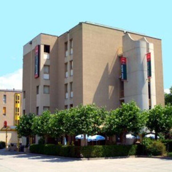 Parking Hotel IBIS SION (Exterior) Sion