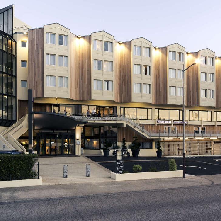 MERCURE LA ROCHELLE VIEUX-PORT SUD Hotel Car Park (External) La Rochelle