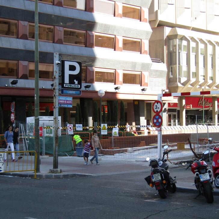 HOLIDAY INN MADRID - BERNABÉU Hotel Parking (Overdekt) Parkeergarage Madrid