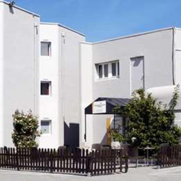 PREMIÈRE CLASSE CALAIS CENTRE - GARE Hotel Parking (Exterieur) Parkeergarage Calais