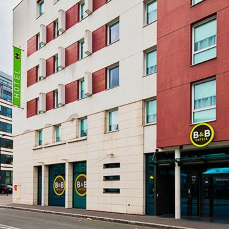 B&B PARIS SAINT-DENIS PLEYEL Hotel Parking (Exterieur) Parkeergarage Saint-Denis