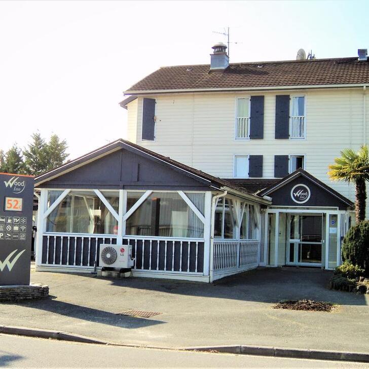Parking Hotel WOOD INN MÉRIGNAC (Exterior) Mérignac