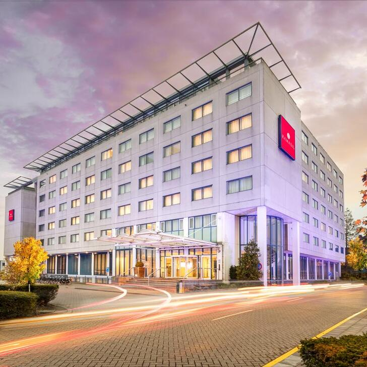 Parking Hotel RAMADA AMSTERDAM AIRPORT SCHIPHOL (Exterior)			 Badhoevedorp