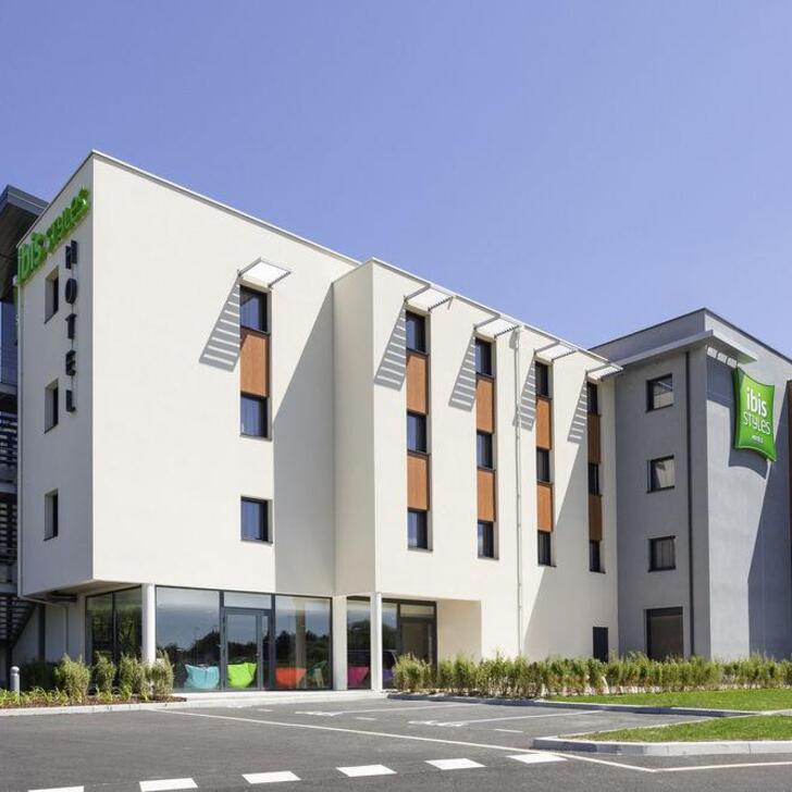 Parque de estacionamento Parking Hôtel IBIS STYLES VIERZON (Extérieur) Vierzon