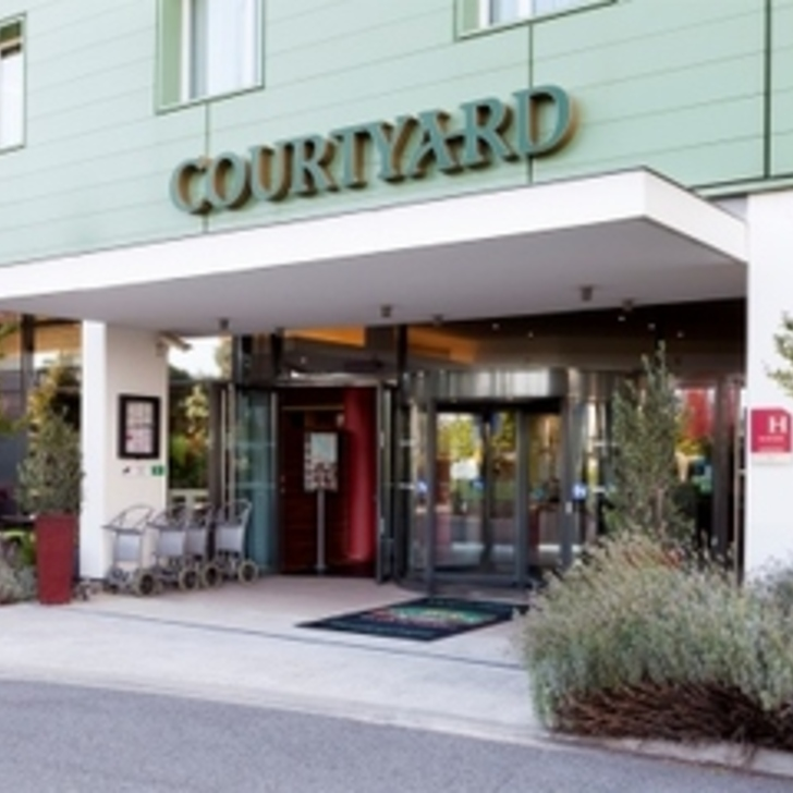 COURTYARD TOULOUSE AIRPORT Hotel Parking (Exterieur) Parkeergarage Toulouse