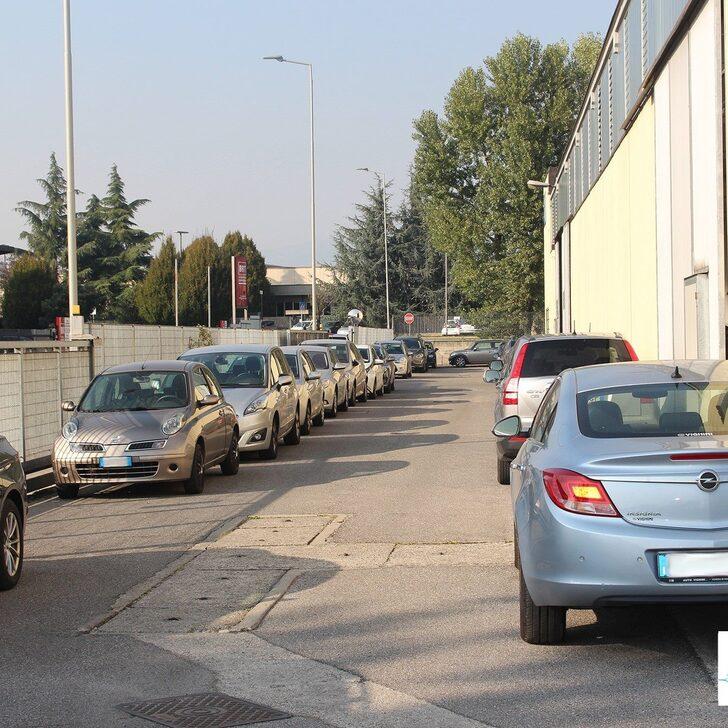 AZZURRO PARK Discount Parking (Exterieur) Parkeergarage Grassobbio