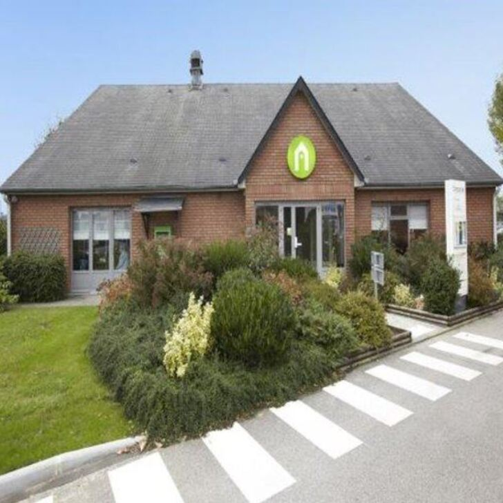 CAMPANILE ROUEN EST - FRANQUEVILLE SAINT PIERRE Hotel Parking (Exterieur) Franqueville-Saint-Pierre