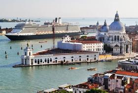 Port de Venise car park in Venice: prices and subscriptions - Harbour car park | Onepark
