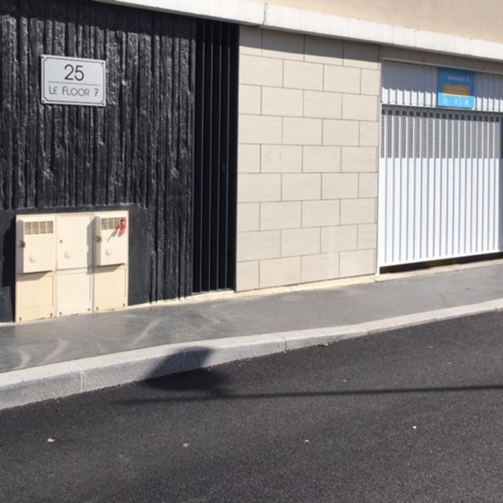Privatgelände Parkplatz CARDINAL CAMPUS FLOOR 7 (Überdacht) Parkhaus Lyon