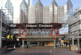 Parkeerplaats Station Almere Centrum in Almere : tarieven en abonnementen - Parkeren bij het station | Onepark